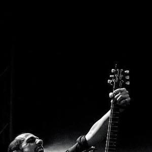 Mi-Gwell Hito Guitariste