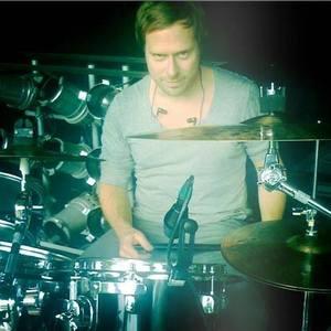Manne Uhlig on drums