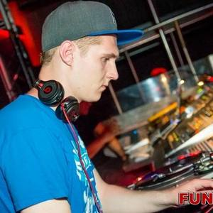 DJ AriZ