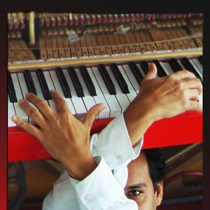 Frédéric La VERDE et le Piano Rouge