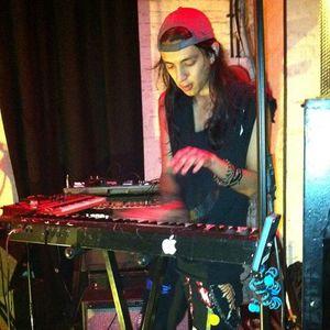Shaz (keyboardist)