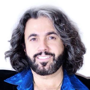 Bee Gees Gold Tribute Starring John Acosta as Barry Gibb