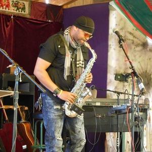 Ronjaemusic & High Altotude saxophone soloist
