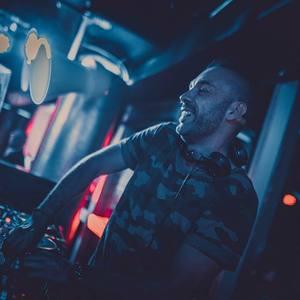 DJ CHRISS JAXX