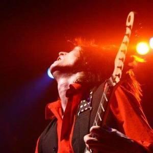 Guitarist Kenny Hill