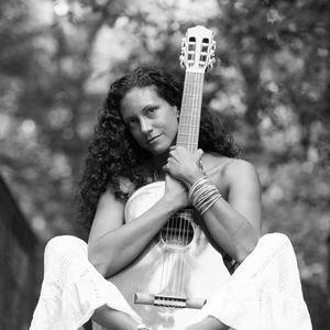 Cissa Paz music