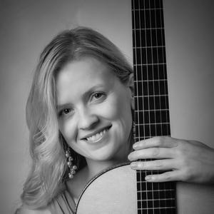 Candice Mowbray Classical Guitarist