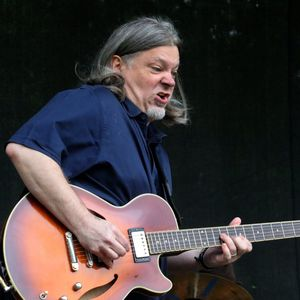 Guitarist Rik Wright